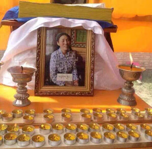 A framed photo of Tashi Kyi is placed on an altar following her death. (Photo courtesy of an RFA listener)