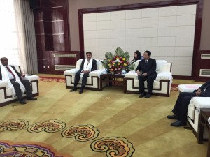 Photo shows Chimed Rigzin, the vice-chairman of China's TAR is meeting the delegation of Nepal mainstream media on Sep. 15. [China Tibet News/ Zhu Shan]
