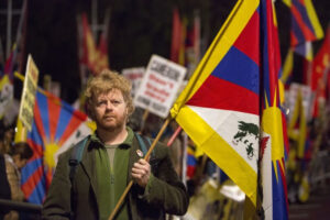 Paul Golding of the Tibet Society calls for Xi Jinping to respect freedom and human rights during a protest on October 20th, 2015 (Si Gross/Epoch Times)